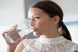 Boire de l'eau dans des bouteilles chaudes peuvent nuire à la santé